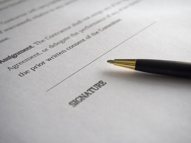 papír, tužka, podpis