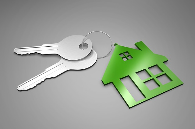 klíče, zelený domeček