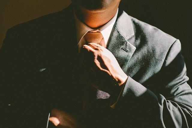 hnědá kravata.jpg