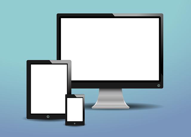 tři obrazovky.png