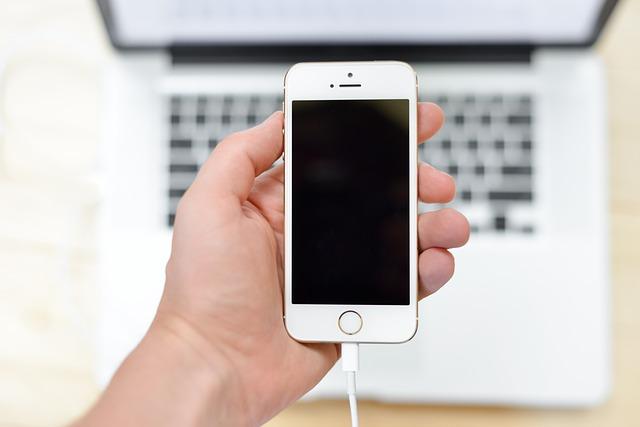 nabíječka v mobilu